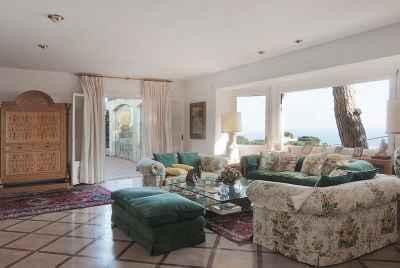 Maison avec de grandes terrasses et des vues panoramiques sur la mer sur la Costa Maresme